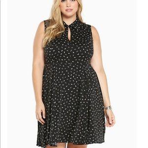TORRID FLORAL PRINT BLACK DRESS Size 00 (10)